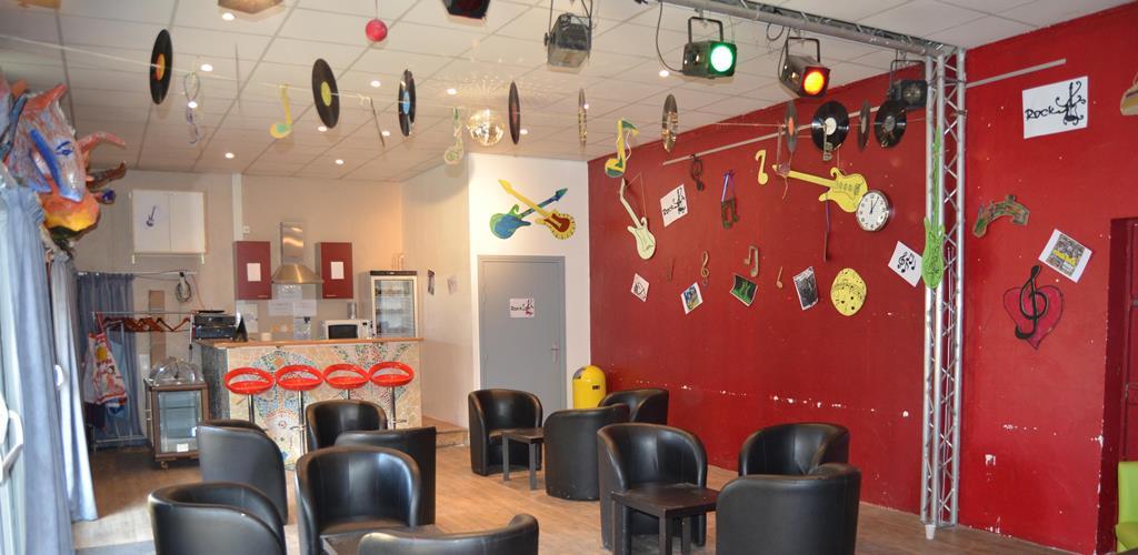 salle théâtre et cafétéria